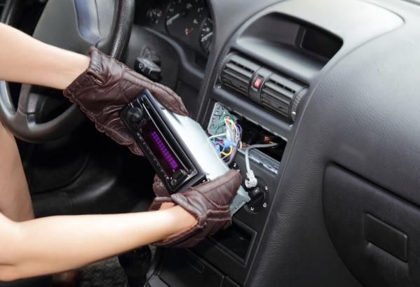 Top Tips For Removing a Car Radio